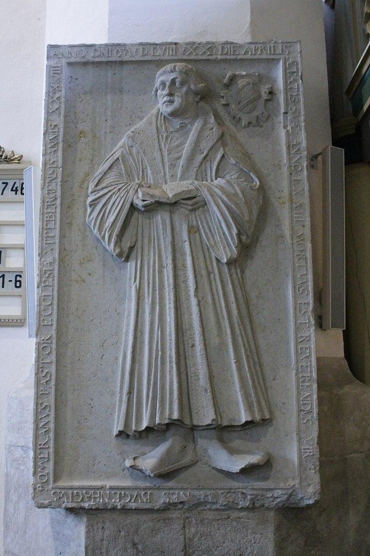800px-The_grave_of_Johannes_Bugenhagen,_St_Mary's_Church,_Wittenberg